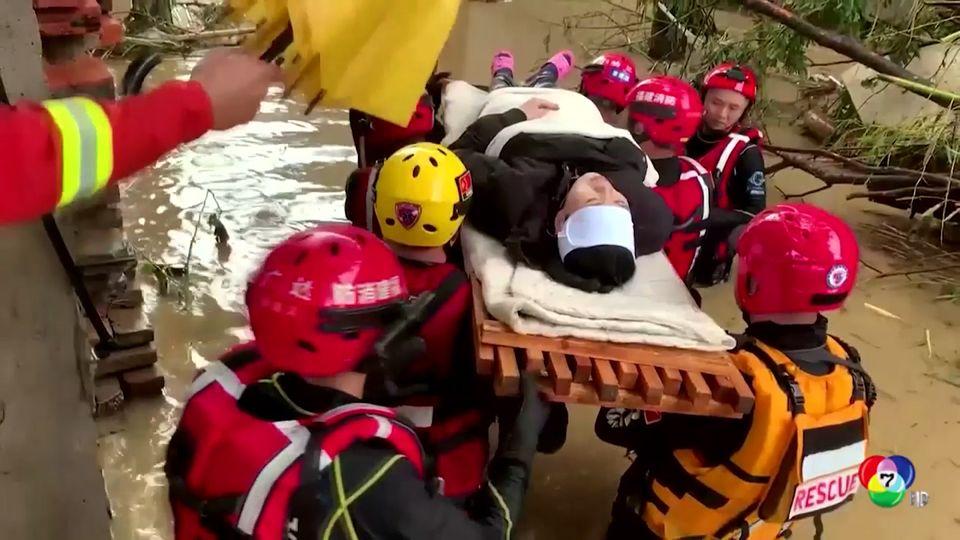 เจ้าหน้าที่เร่งช่วยเหลือผู้ประสบภัยน้ำท่วมหนักในจีน