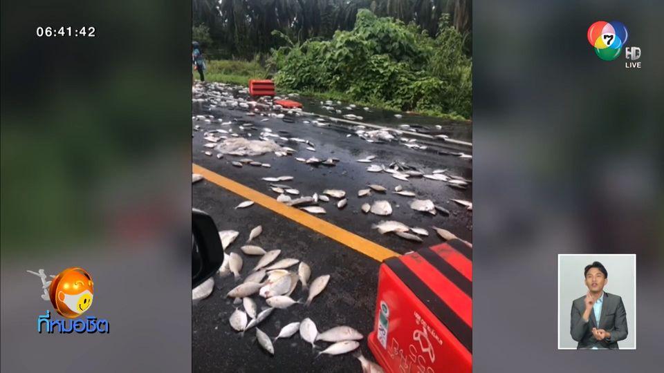 นาทีชีวิต กระบะบรรทุกปลายางระเบิดพลิกคว่ำ เทกระจาดเกลื่อนถนน คนขับรอดตาย