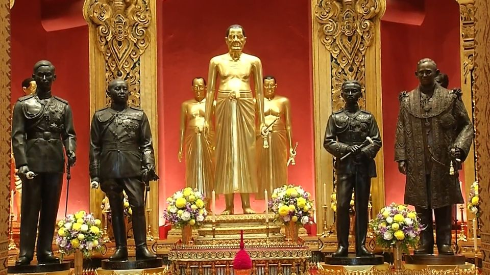 พระบาทสมเด็จพระเจ้าอยู่หัว ทรงพระกรุณาโปรดเกล้าโปรดกระหม่อม พระราชทานพระบรมราชานุญาตให้ประชาชน เข้ากราบถวายบังคมพระบรมรูปสมเด็จพระบูรพมหากษัตริยาธิราช ณ ปราสาทพระเทพบิดร