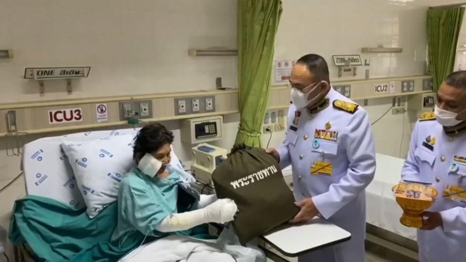 องคมนตรี เชิญถุงพระราชทาน ไปมอบแก่ผู้รับบาดเจ็บและผู้ได้รับผลกระทบจากเหตุท่อส่งก๊าซธรรมชาติระเบิด ที่จังหวัดสมุทรปราการ