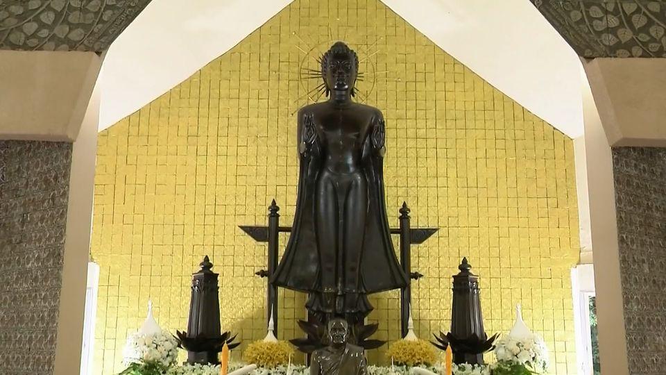 พระบาทสมเด็จพระเจ้าอยู่หัว และสมเด็จพระนางเจ้าฯ พระบรมราชินี ทรงบำเพ็ญพระราชกุศลถวายผ้าพระกฐิน ประจำปี 2563 ณ วัดหนองป่าพง จังหวัดอุบลราชธานี
