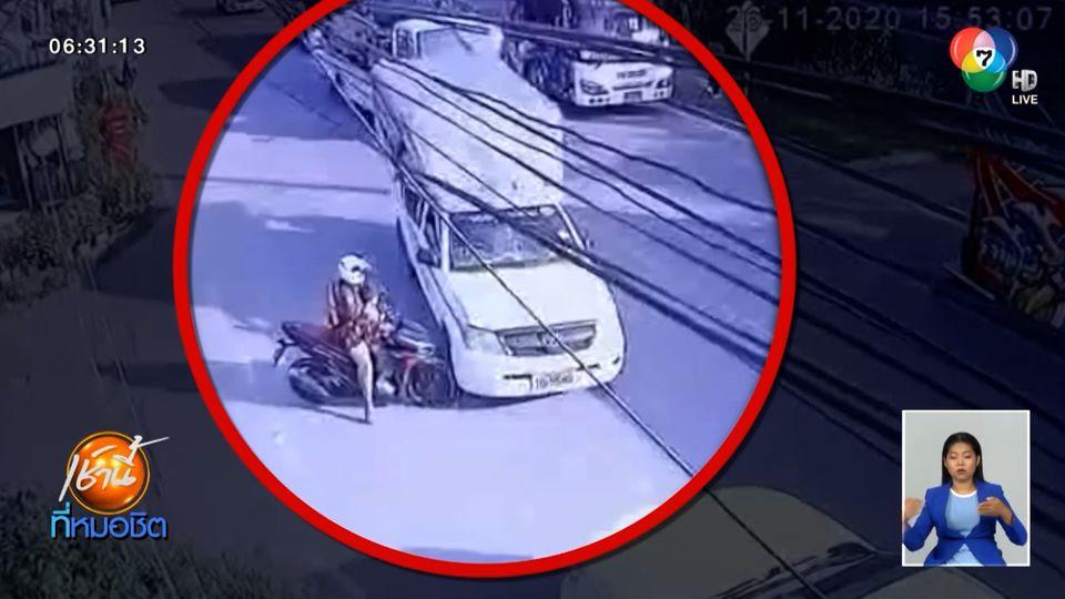 หนุ่มขับรถสองแถววูบหลับ พุ่งชนกระบะ-รถบัสรับส่ง พนง. เจ็บหลายราย