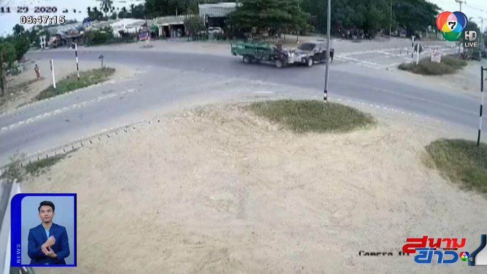 ภาพเป็นข่าว : อุทาหรณ์! รถยนต์ชนอีแต๋นกลางสี่แยกวัดใจ จ.สุพรรณบุรี