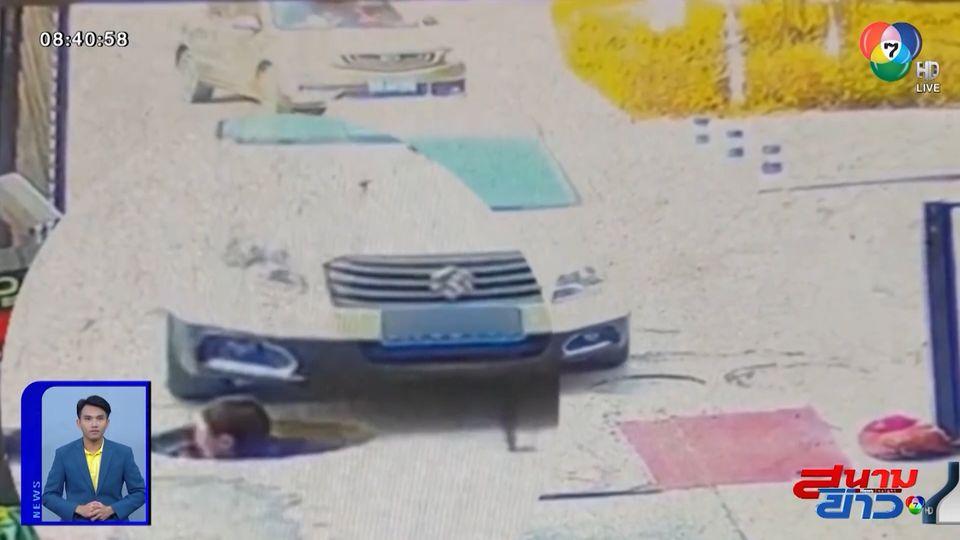 ภาพเป็นข่าว : นาทีชีวิต รถยนต์ขับชนศีรษะชายทำงานในท่อระบายน้ำ