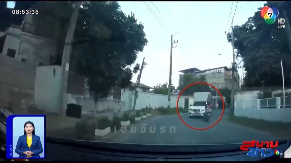ภาพเป็นข่าว : นาทีระทึก! รถกระบะซิ่งกินเลนทางโค้ง หวิดชนรถสวนทาง