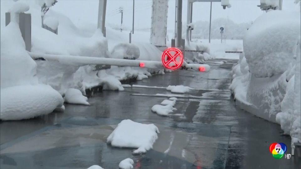หิมะตกหนัก ทำรถติดยาวในญี่ปุ่น รถไฟต้องหยุดชะงัก