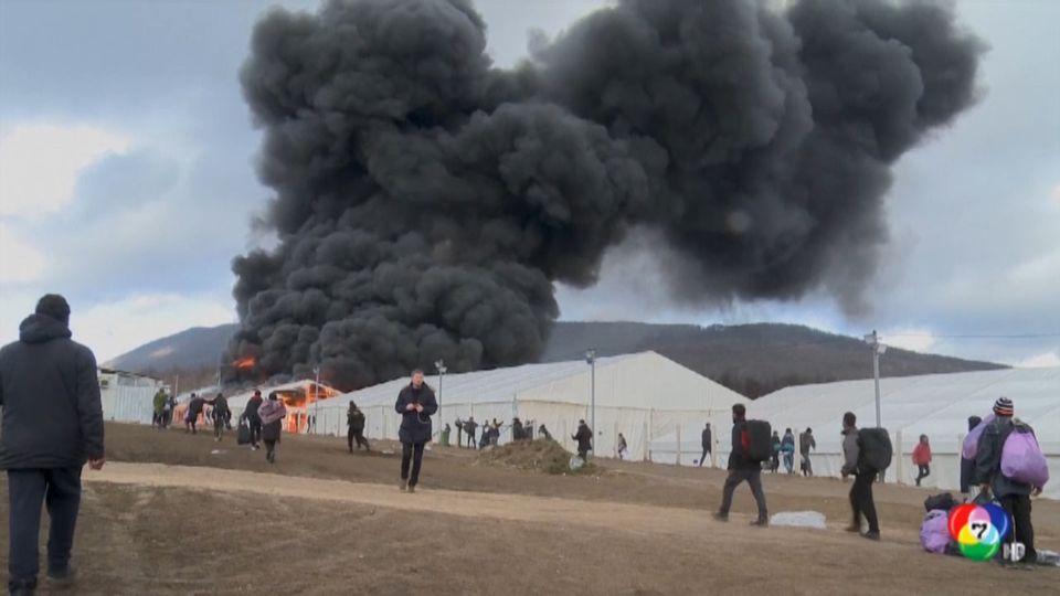 เพลิงไหม้ค่ายอพยพในบอสเนีย ผู้อพยพนับพันต้องทนหนาว