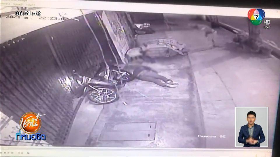 หนุ่มซิ่ง จยย.พุ่งชนร้านชำพังยับ ก่อนเข็นรถหนี คาดเสียหลักหลุดโค้ง