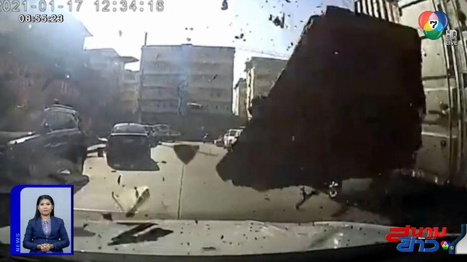 ภาพเป็นข่าว : ลมแรงจัด พัดชิ้นส่วนกำแพงปลิวว่อนกระแทกหน้ารถ