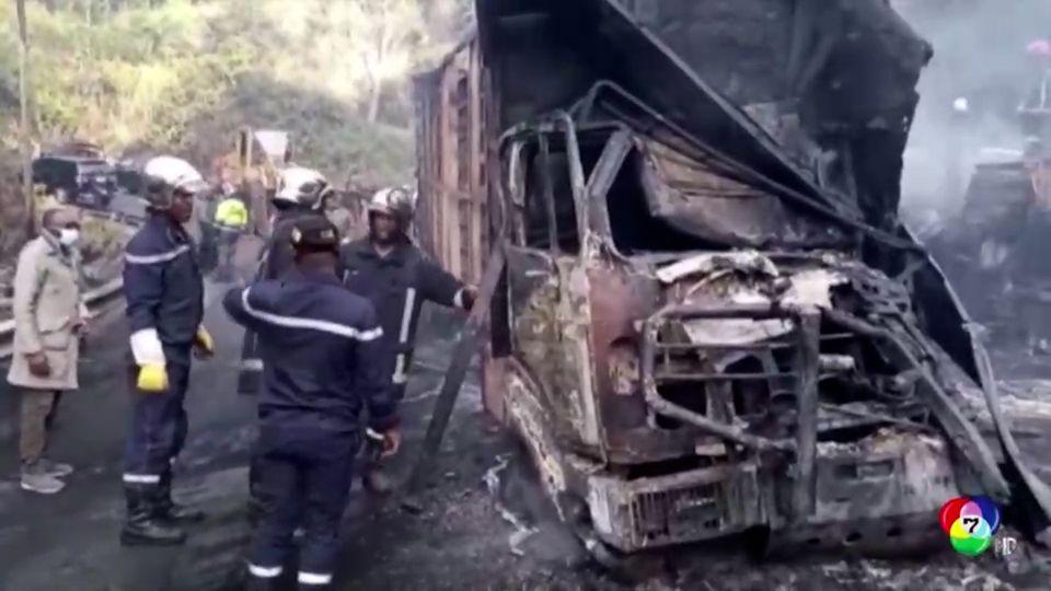 เกิดเหตุรถบรรทุกพุ่งชนกับรถโดยสาร จนเกิดเพลิงไหม้ในแคเมอรูน