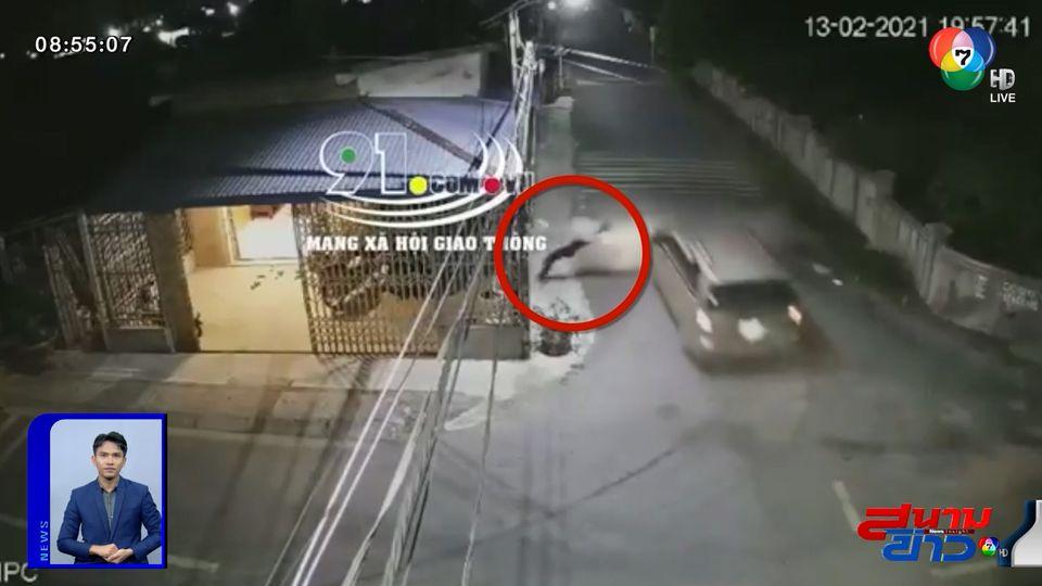 ภาพเป็นข่าว : อุทาหรณ์! ขับรถข้ามแยกไม่เบรก โดนชนอัดกำแพง