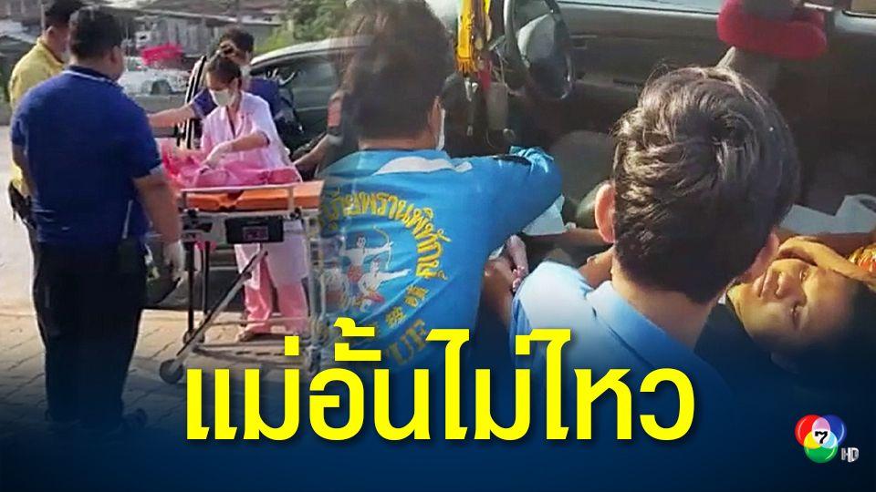 ปลอดภัยทั้งแม่และลูก! แม่ปวดท้องคลอด อั้นไม่ไหวคลอดลูกบนรถคาไฟแดงแยกสามพราน