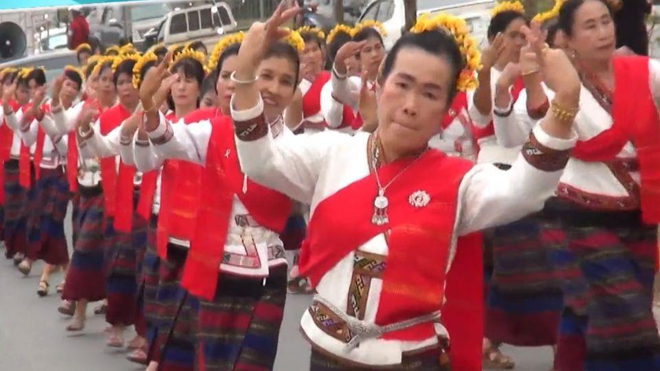 เปิดงานดอกชมพูภูคาบาน สืบสานชาติพันธุ์ ประจำปี 2564