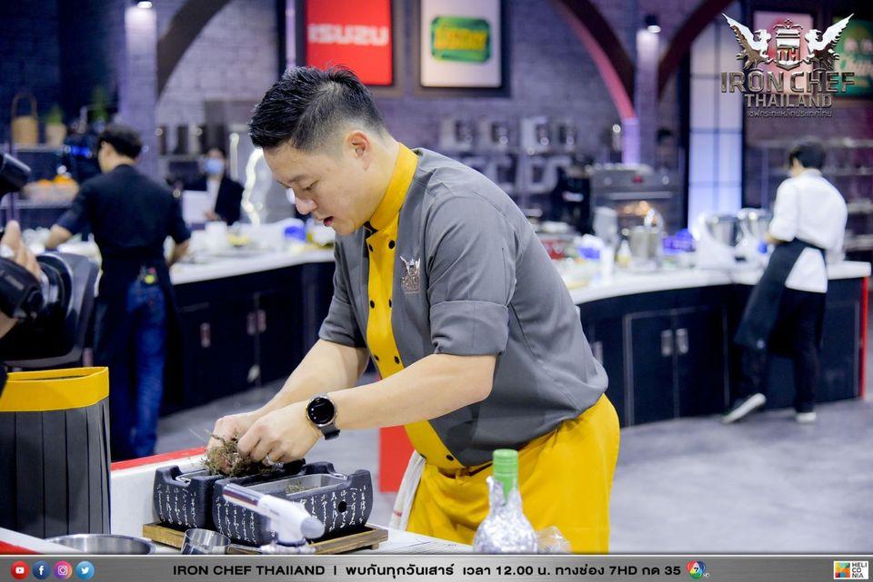 เชฟจูเนียร์ประกาศกร้าวท้าดวลเชฟพฤกษ์ ในรายการ Iron Chef Thailand