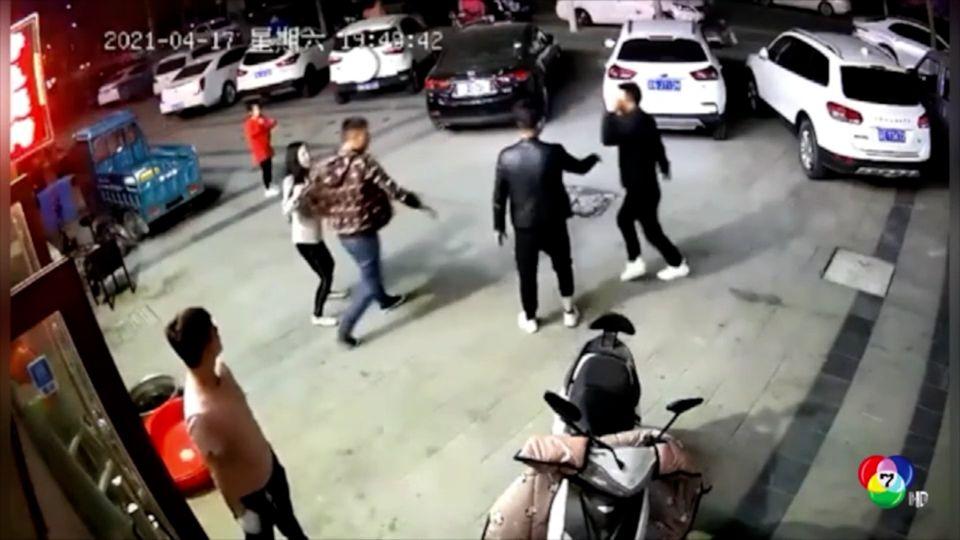 ชายจีนเมาอาละวาดทำร้ายคน