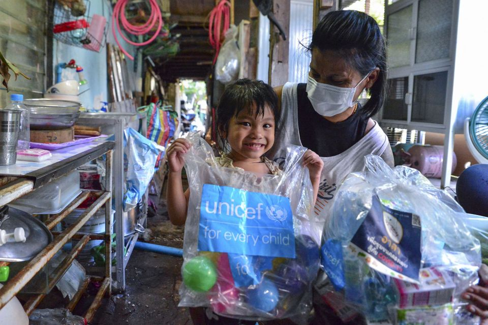 ยูนิเซฟส่งอุปกรณ์ป้องกันกว่า 300,000 ชิ้น ช่วยกลุ่มเปราะบางในไทยสู้วิกฤตโควิด-19