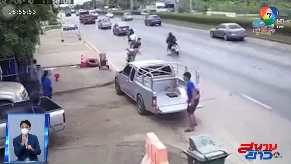 ภาพเป็นข่าว : รถ จยย.เหยียบของกลางถนน เสียหลักล้มคว่ำ