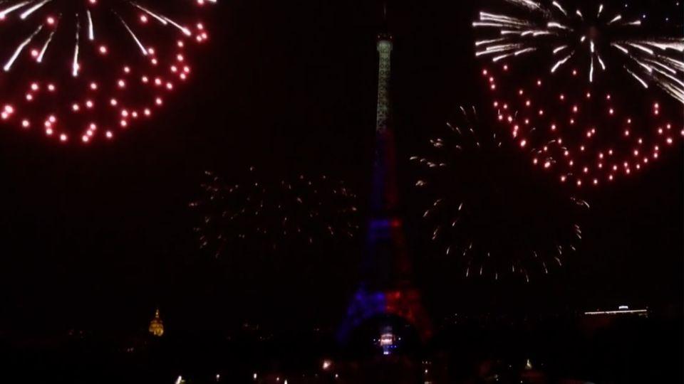 การแสดงพลุดอกไม้ไฟ วันชาติฝรั่งเศส