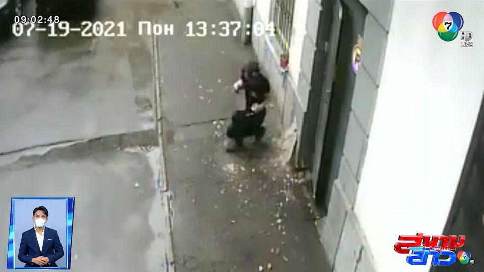 ภาพเป็นข่าว : ดวงยังดี! ลุกหนีได้ทัน ก่อนของตกใส่หัว