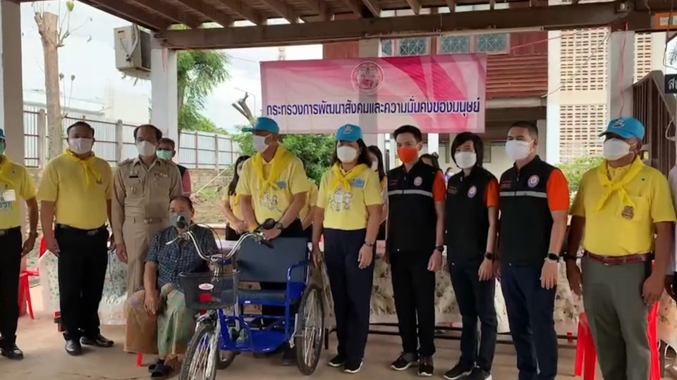 มูลนิธิอาสาเพื่อนพึ่ง (ภาฯ) ยามยาก สภากาชาดไทย จัดกิจกรรมฟื้นฟูชุมชนที่จังหวัดสุโขทัย หลังเกิดอุทกภัย