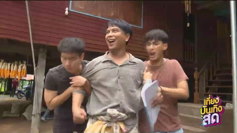 นักแสดง 3 สาวบุกเข้ามาบ้านพระเอก ในละคร ทางเสือผ่าน