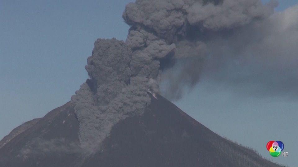 ภูเขาไฟซีนาบุง ปะทุหนัก พ่นควันและเถ้าถ่านขึ้นท้องฟ้าสูงกว่า 1,000 เมตร