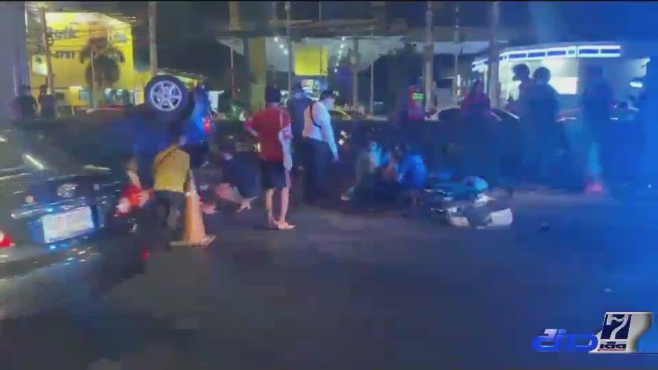 อุบัติเหตุรถชนซ้ำซ้อน มีผู้บาดเจ็บ 3 คน