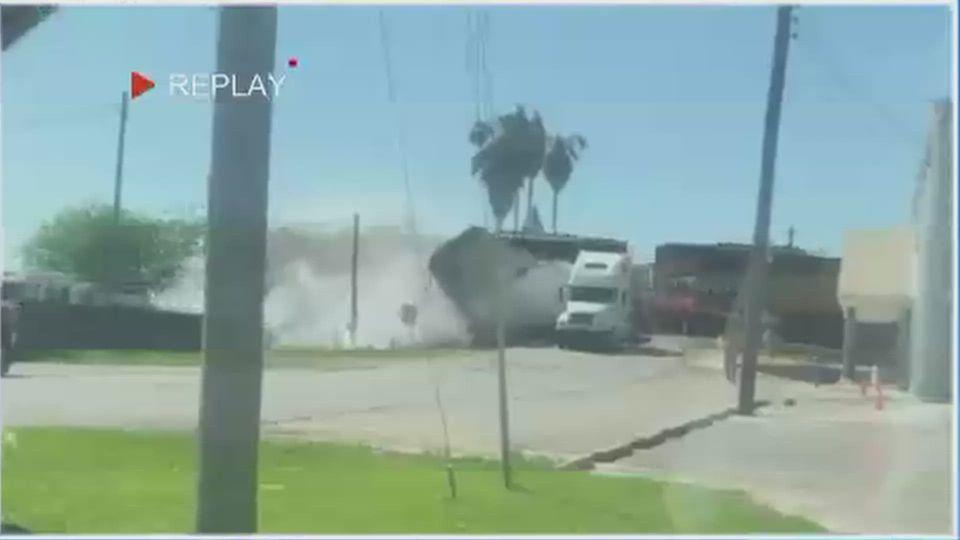 อุบัติเหตุรถไฟพุ่งชนรถบรรทุก