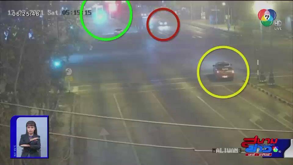ภาพเป็นข่าว : รถกระบะฝ่าไฟแดงพุ่งชนรถแท็กซี่