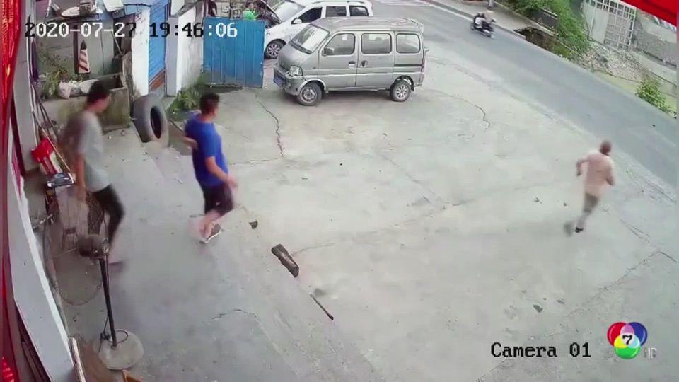 เผยภาพหลุมยุบในจีน พบชายหญิงตกลงไปในหลุม