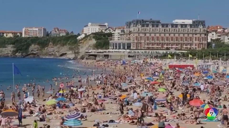 ชาวฝรั่งเศส แห่พักผ่อนริมหาด แม้โควิด-19 ระบาด