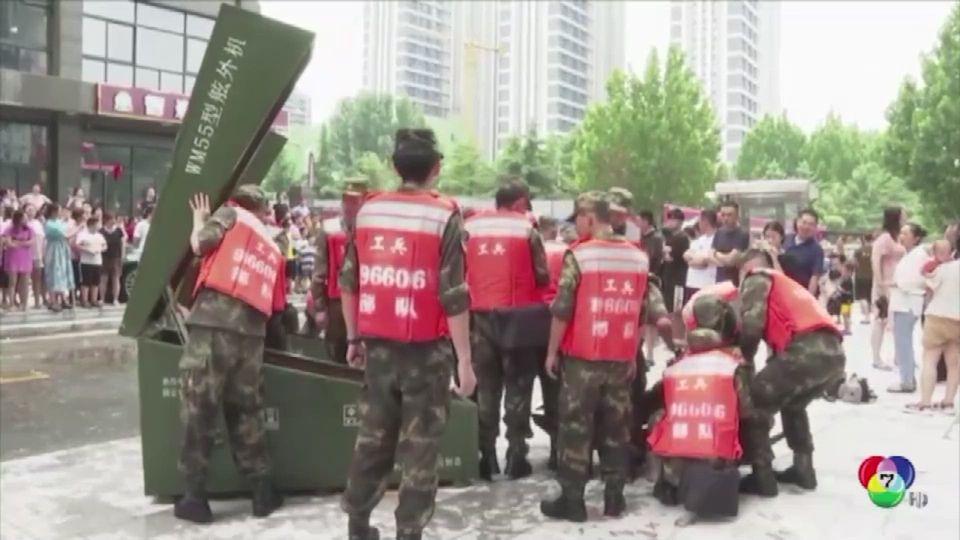 เผยภาพชาวจีน ช่วยกันแบกสายเคเบิ้ล น้ำหนักกว่า 10,000 กก.
