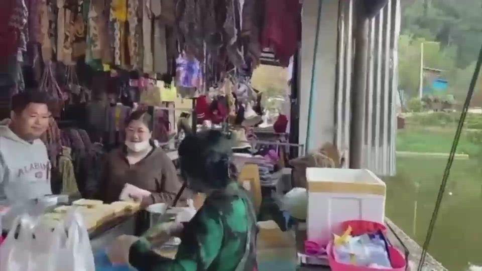 วันหยุดยาว 4 วัน นักท่องเที่ยวรับลมหนาวที่ปิล็อก จ.กาญจนบุรี