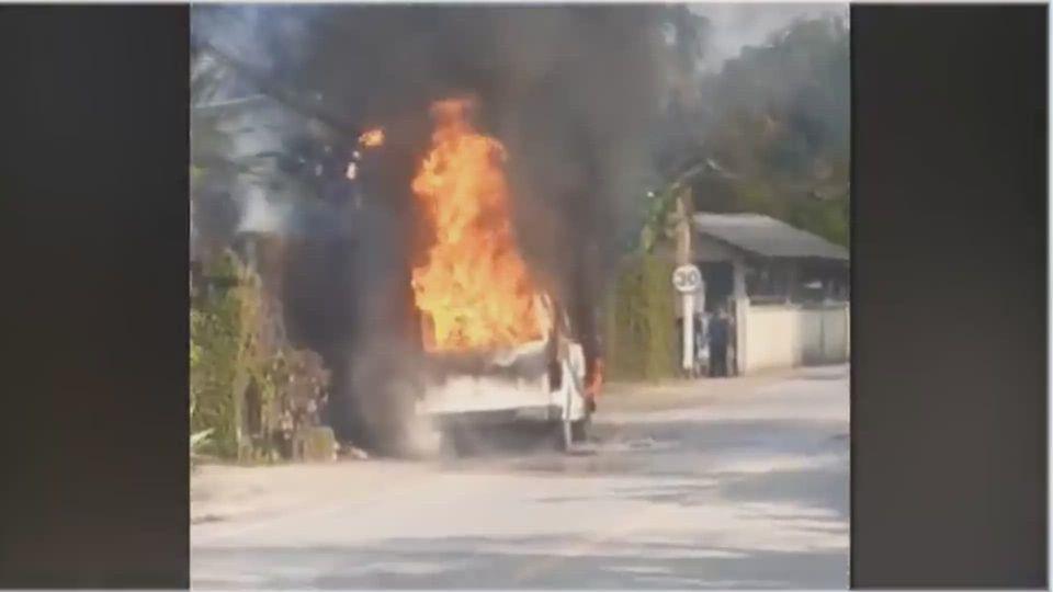 ระทึก เพลิงไหม้รถตู้ติดก๊าซเสียหายทั้งคัน