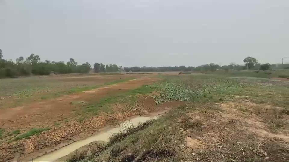 หนองน้ำ จ.มหาสารคาม แห้งขอด ผลิตน้ำประปาหมู่บ้านไม่ได้ ชาวบ้านเดือดร้อน