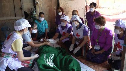 สภากาชาดไทย มอบอาหารพระราชทานแก่ประชาชนที่ได้รับผลกระทบจากการแพร่ระบาดของโรคโควิด-19 ที่จังหวัดขอนแก่น เป็นวันที่ 9
