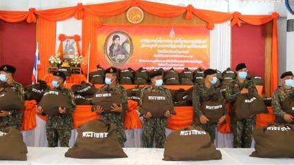 ราชวิทยาลัยจุฬาภรณ์ เชิญถุงยังชีพพระราชทานไปมอบแก่ผู้ประสบอุทกภัยในจังหวัดเชียงราย