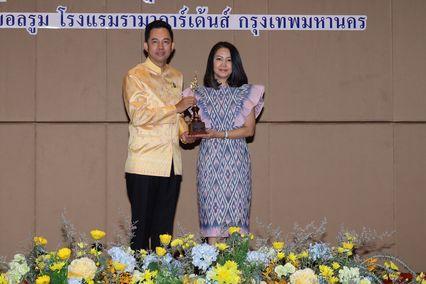 เอส -นาว ช่อง 7HD รณรงค์ใช้ภาษาไทยให้ถูกต้องปลื้มรับรางวัล ราชบัณฑิตยสภาสรรเสริญ