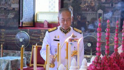 พลอากาศเอก ชลิต พุกผาสุข องคมนตรี เป็นผู้แทนพระองค์ไปในการพระราชพิธีจารึกหิรัญบัฏ พระพรหมวชิรญาณ