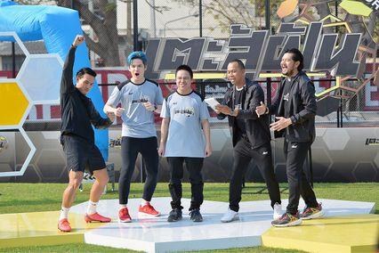 """เซ้นส์ฯ ชูคอนเทนท์ """"SPORTAINMENT""""  ดึง  """"เต๋า สมชาย – สมจิตร"""" ลุยพิธีกรเกมโชว์ นักฟุตบอล - ดารา ช่วยฟาดแข้งสานฝันคนไทย ร่วม """"เตะสู้ฝัน"""" 1 มีนาคมนี้!!"""
