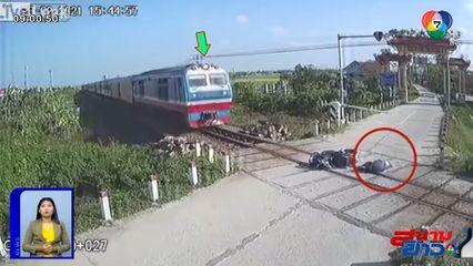 ภาพเป็นข่าว : นาทีชีวิต หนุ่มซิ่ง จยย.ชนที่กั้นทางรถไฟล้ม รอดตายหวุดหวิด