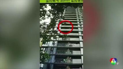 ชายจีนโดนจับหลังโยนกระเป๋าเดินทางลงจากอาคารสูง