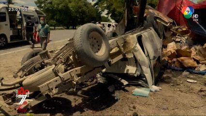 รถกระบะตู้ทึบ ยางระเบิดพุ่งชนร้านไก่ย่างริมทาง จ.เพชรบูรณ์ เจ็บ 3 คน