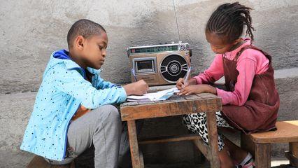 โควิด-19: ยูนิเซฟชี้วันเปิดเทอมวันแรกของเด็กกว่า 140 ล้านคนทั่วโลก ถูกเลื่อนออกไปอย่างไม่มีกำหนด