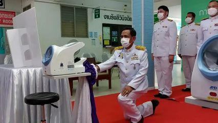 สมเด็จพระกนิษฐาธิราชเจ้า กรมสมเด็จพระเทพรัตนราชสุดาฯ สยามบรมราชกุมารี พระราชทานอุปกรณ์การแพทย์แก่โรงพยาบาลในจังหวัดต่าง ๆ